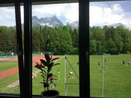 Blick auf den schönen Sportplatz