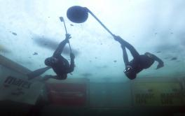 Unterwasser-Eishockey