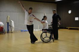 Sanja Vukasinovic (Rollstuhl) und Peter Schaur (Fußgänger)