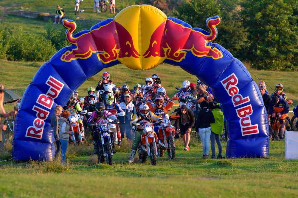 Red Bull Werbung bei der Romaniacs Hard Enduro Rally